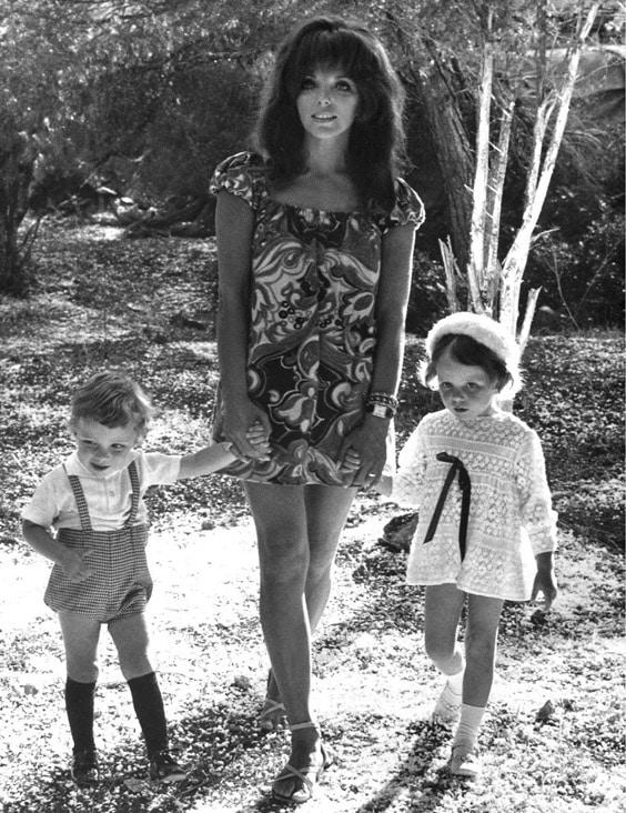 Джоан Коллинз с детьми