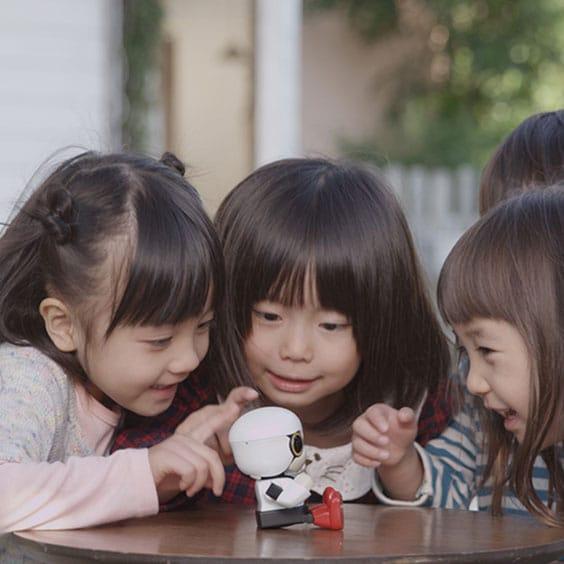 Известный автоконцерн разработал робота-ребёнка для бездетных семей