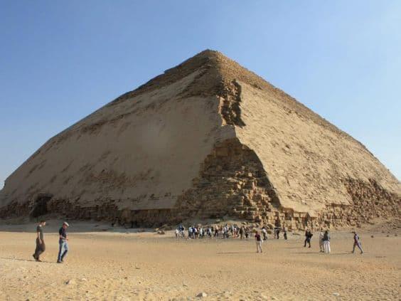 Ломаная пирамида Снофру