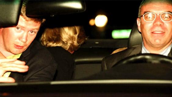 Диана в машине