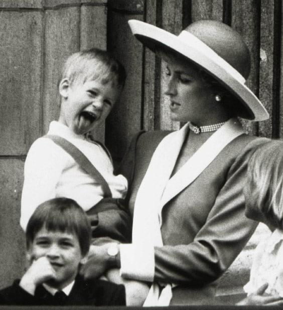 Диана с детьми