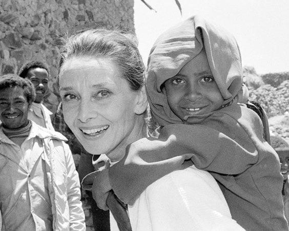 Одри Хепберн известна своей благотворительной деятельностью